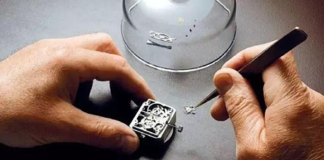 上万元的手表维修费用是多少?